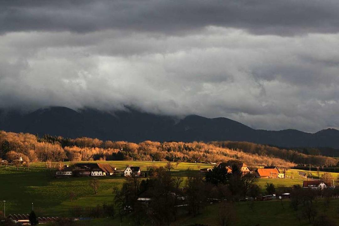 Wolken über dem Kandel, Sonne über Freiamt  | Foto: Patrik Müller