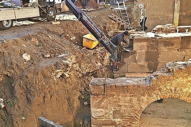 Quader der barocken Festungsreste unterm Café Dreher werden abgebaut