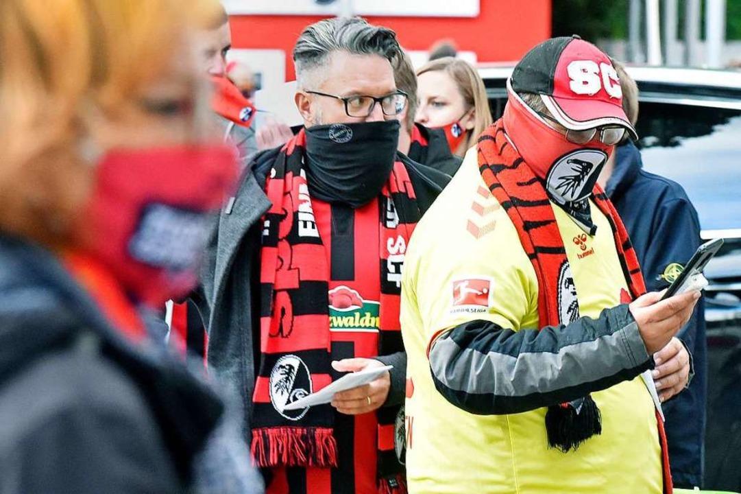 Mund-Nasen-Schutz: Gerne in Vereinsfarben.  | Foto: Michael Bamberger