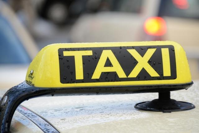 Aufmerksamer Taxifahrer in Buchenbach vereitelt Enkeltrick
