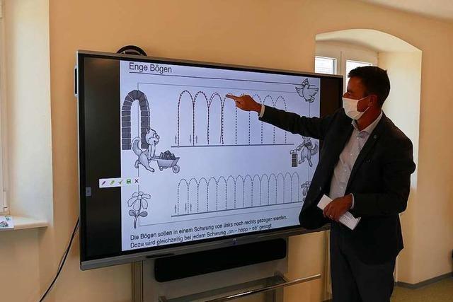 Pilot-Projekt: Erste Bad Krozinger Grundschule erhält Smartboard