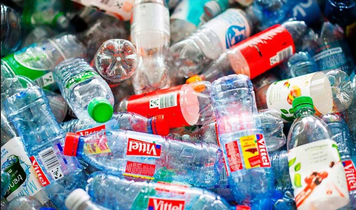 Unbekannte haben auf der Haid jede Men...k-Pfandflaschen gestohlen. Symbolbild.  | Foto: Daniel Bockwoldt
