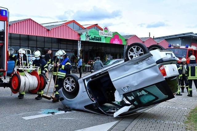 Kurioser Unfall im Ettenheimer Gewerbegebiet Radackern