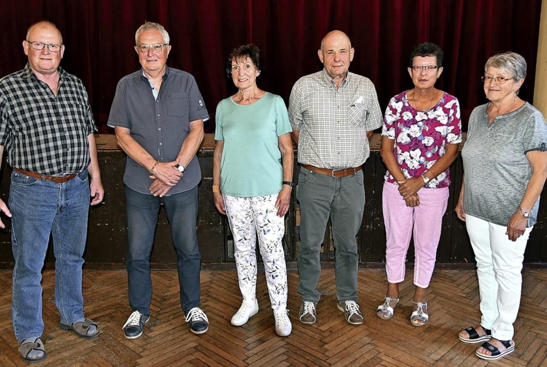 Vorsitzender Lothar Ganter  mit dem  n..., Susanne Hoch, Monika Probst (v.l.).   | Foto: Horst Dauenhauer