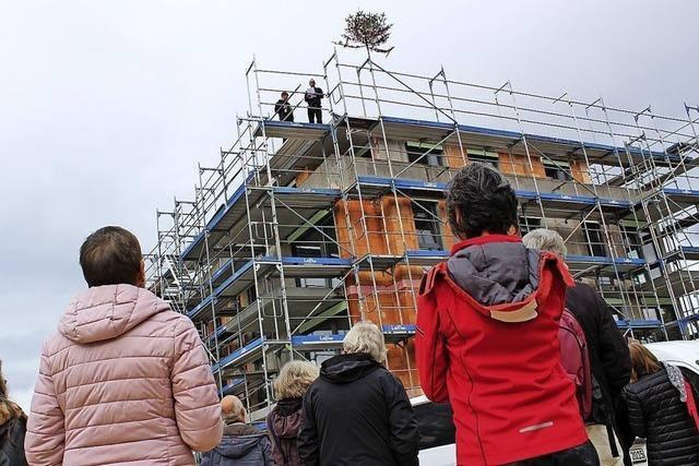 Alternatives Wohnprojekt feiert Richtfest