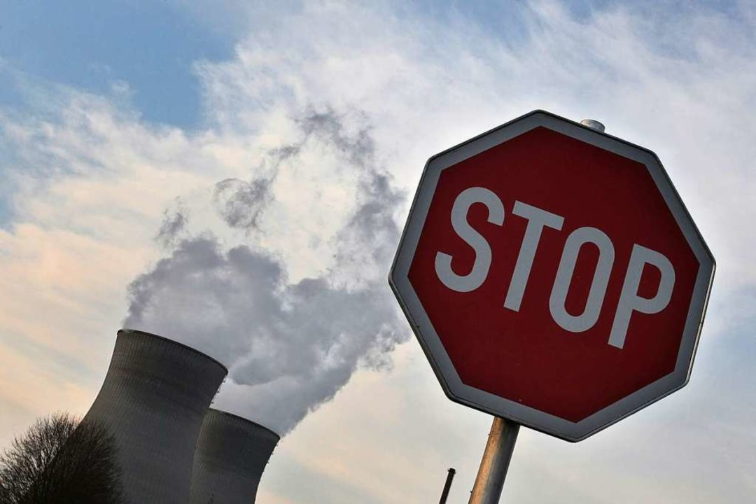 Blick auf das bayerische Atomkraftwerk...findet die Landesregierung in München.    Foto: Karl-Josef Hildenbrand
