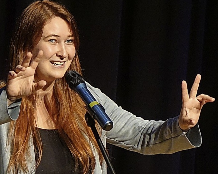 Mit ihrem Text über das Reisen erntete...na Sigl beim Poetry-Slam viel Applaus.  | Foto: Roswitha Frey
