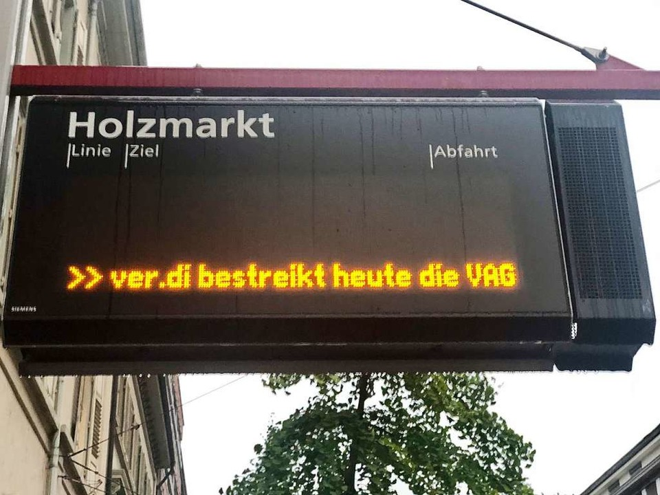 Der Streik legt die Freiburger Verkehrs-AG den ganzen Dienstag lahm.  | Foto: Joachim Röderer