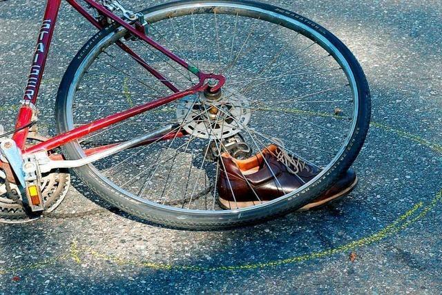 Radfahrer in Staufen stürzt und verstirbt am Unfallort
