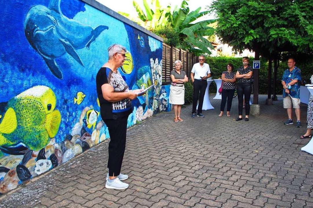 Galeristin Barbara Wartenberg hielt eine Laudatio zum Thema  Street Art.  | Foto: Jutta Schütz