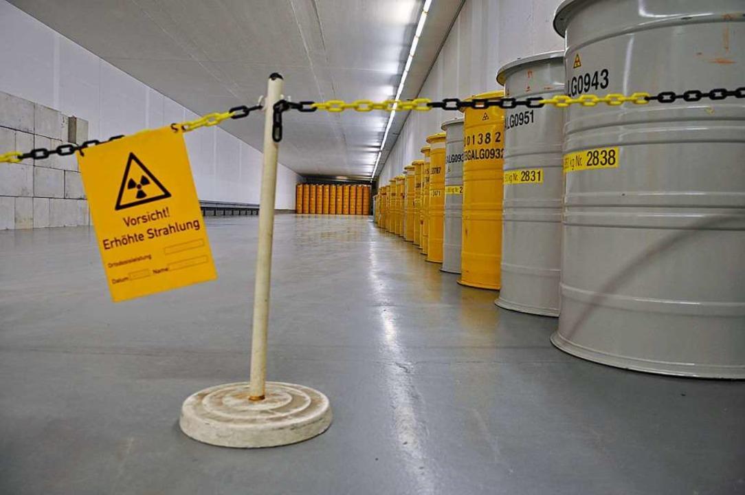 Im Moment liegt der Atommüll in Zwischenlagern.  | Foto: Björn Vogt (dpa)