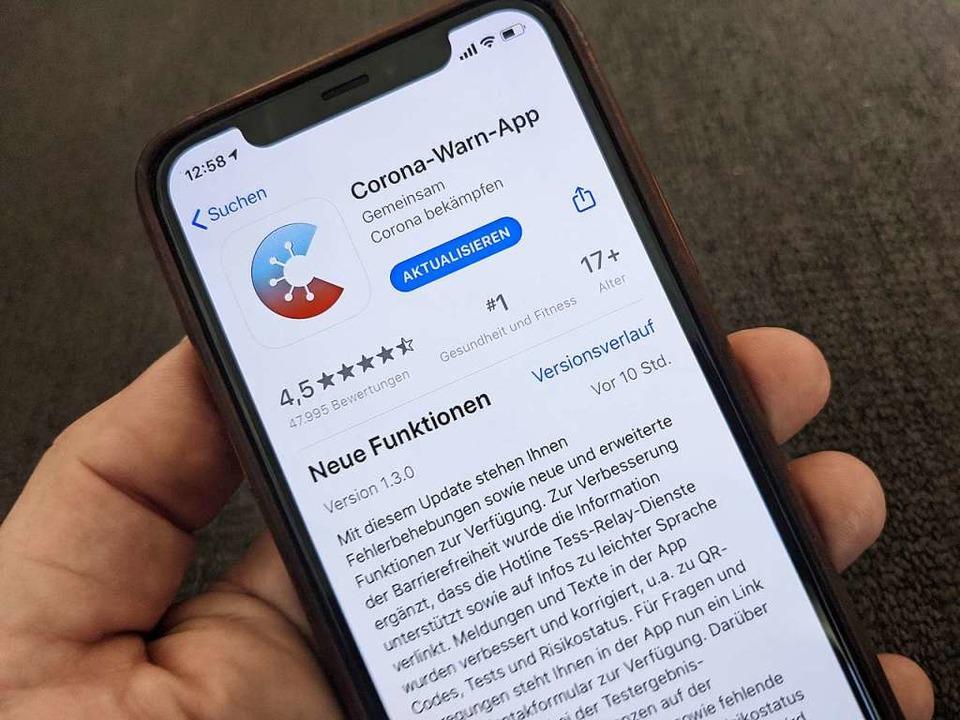 Die Corona-Warn-App sei für das Gesund...e, sagt die Leiterin des Fachbereichs.  | Foto: Christoph Dernbach (dpa)