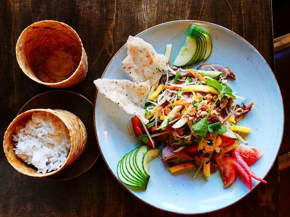 Salat mit Mango, Entenscheiben und Sojasprossen  | Foto: Geraldine Friedrich