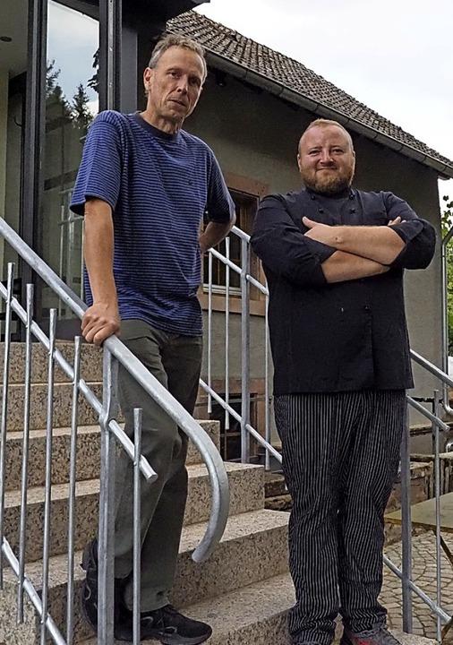 Neues gastronomisches Leben in der &#8... und der neue Wirt Michael Rehn (r.).   | Foto: Michael Haberer