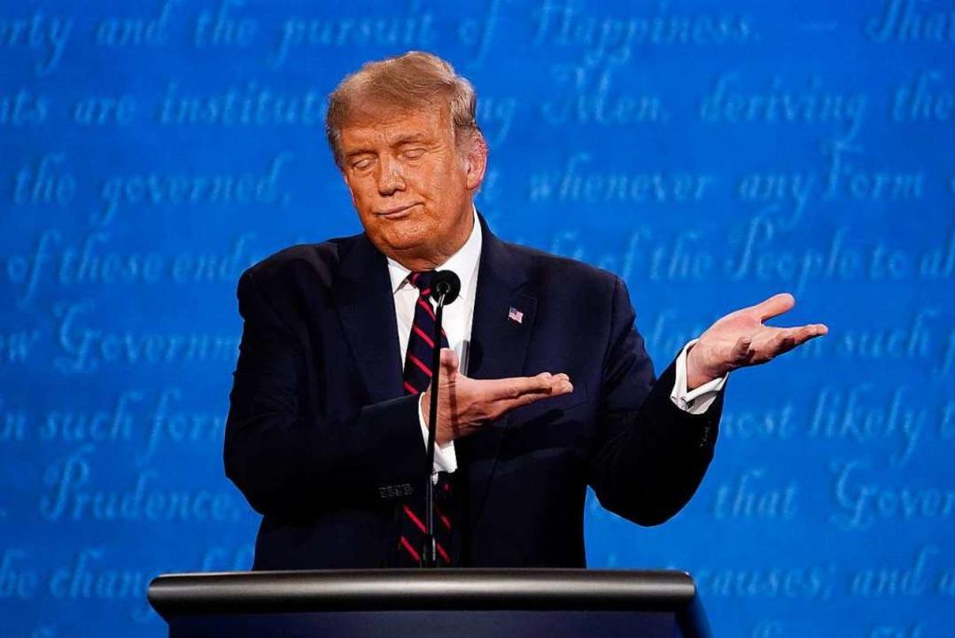 Der US-Präsident hielt sich nicht an ein Mindestmaß an Etikette.  | Foto: Julio Cortez (dpa)