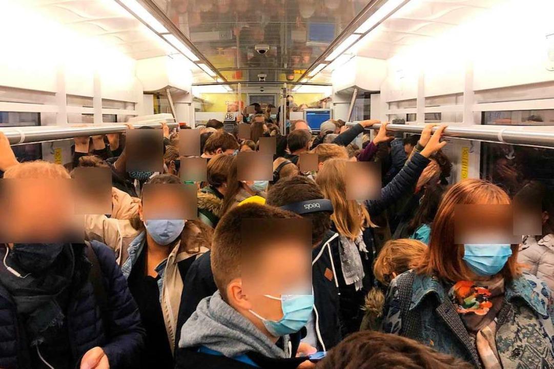 Die Situation in einer Breisgau-S-Bahn am Montag.    Foto: Privat