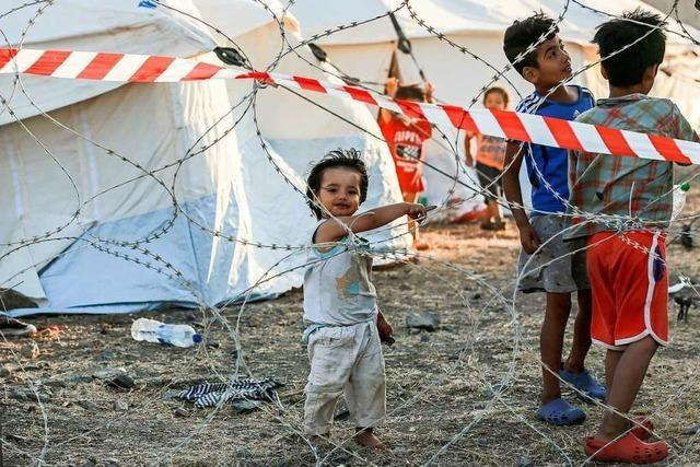 Flüchtlinge ziehen in ein neues Camp und behalten ihr altes Leben