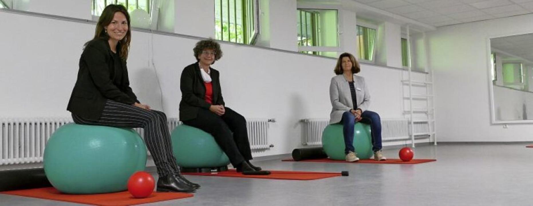 Im sanierten  Gymnastikraum (von links...ann und Claudia Reichmann vom VHS-Team  | Foto: Tanja Bury