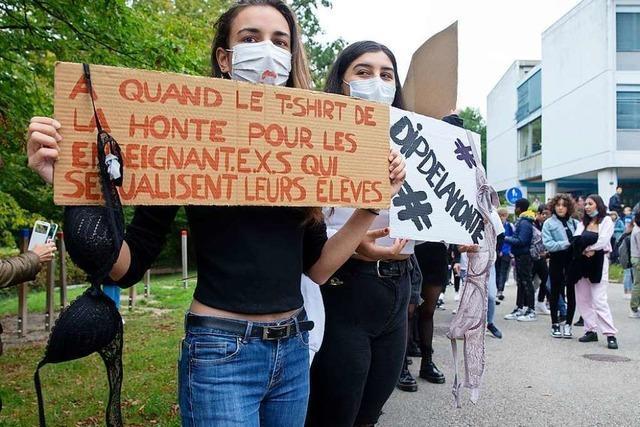 Schülerinnen protestieren gegen