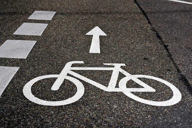 Laster überrollt Radfahrerin auf der Freiburger Eschholzstraße und verletzt sie schwer