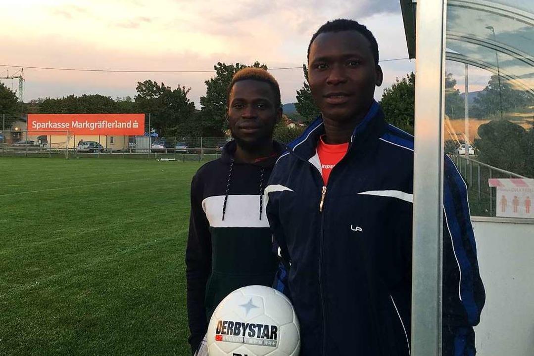 Modou Nije (l.) und Janko Dampha auf dem Platz  | Foto: Dominik Bloedner