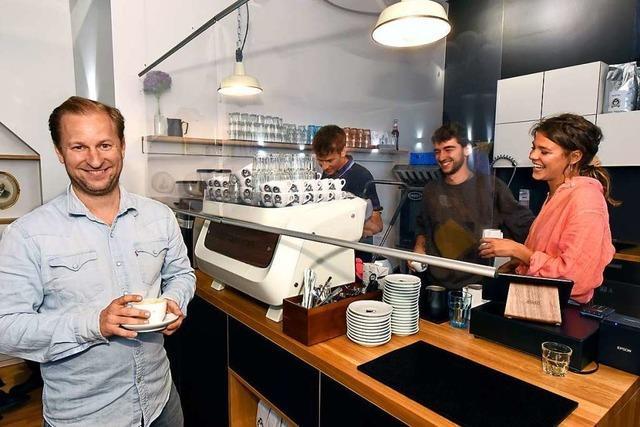 Kaffee-Kiste-Betreiber Peter Flügler eröffnet das Café August in der Innenstadt