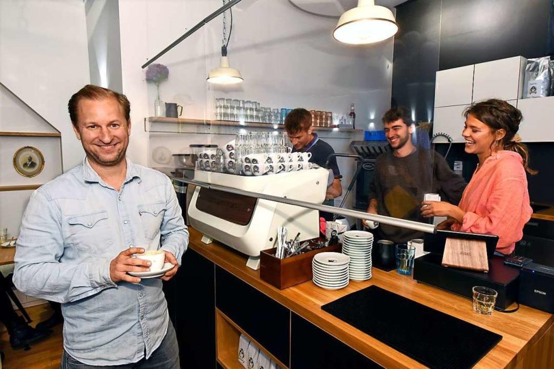 """""""Ohne  Team geht's nicht&#... neuen Café August in der Gerberau 11.    Foto: Thomas Kunz"""