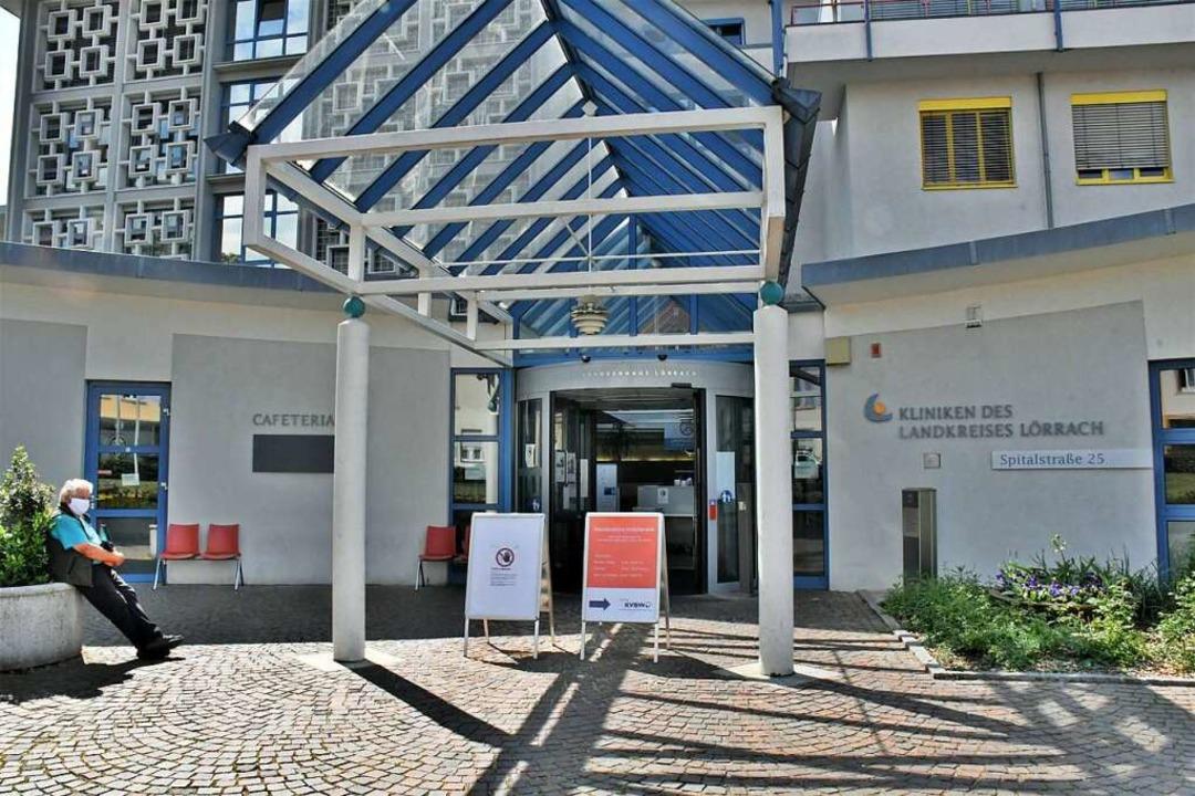 Der Eingang zum Klinikum in Lörrach  | Foto: Barbara Ruda