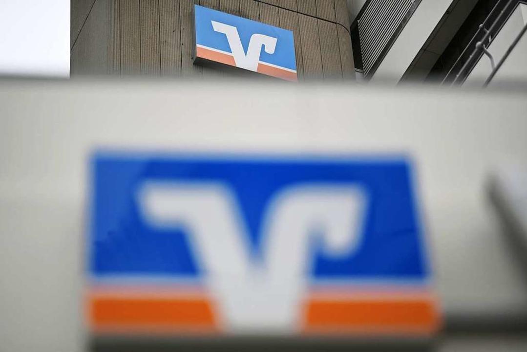 Volksbank-Kunden müssen teilweise umdenken.  | Foto: Patrick Seeger (dpa)