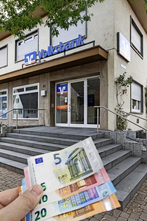 Die Filiale in Gottenheim bleibt endgü...ünftig nur noch am Automaten abheben.   | Foto: Hubert Gemmert