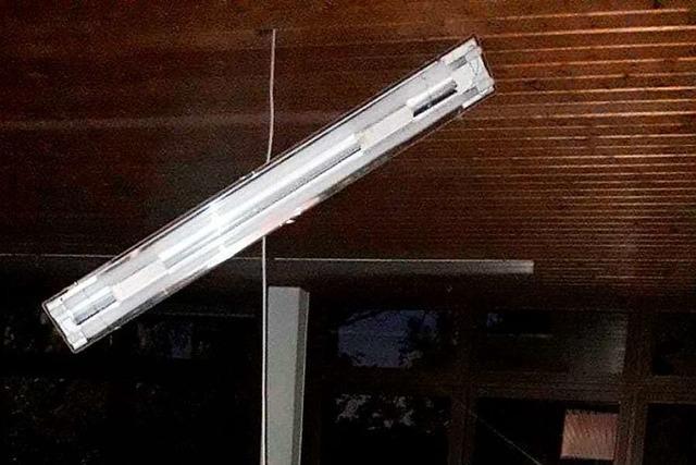 Spektakulärer Lampen-Crash in Bonndorfer Schule