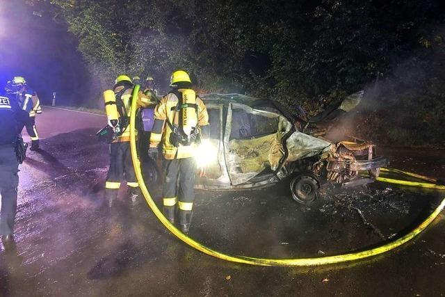 Pkw brennt bei der Hochburg vollständig aus