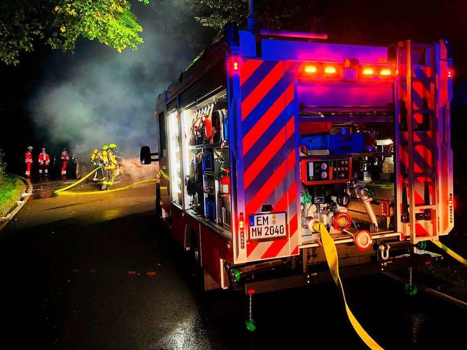 Von etwa 22 Uhr bis 1.26 Uhr war nach ...Feuerwehr bei der Hochburg im Einsatz.  | Foto: Feuerwehr Emmendingen