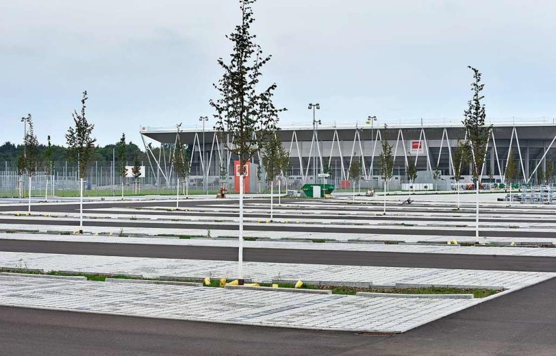 Die Parkplätze beim neuen SC-Stadion sind fertig.  | Foto: Michael Bamberger