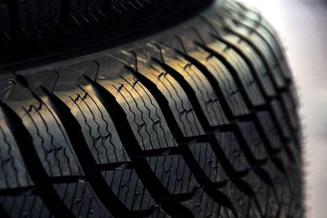 Jetzt ist Reifenwechsel-Zeit: Bei Schneefahrten mit Sommerreifen droht ein Bußgeld