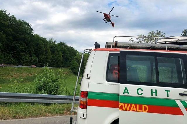 Rettungseinsatz nach Notruf eines im Wald gestürzten Mountainbikers