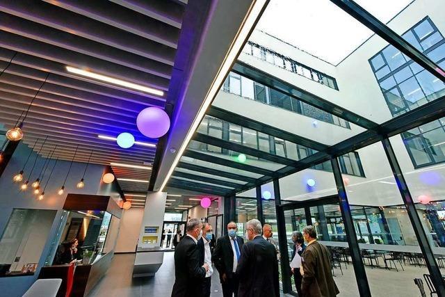 Neues Fraunhofer Institut in Freiburger Westen schon bei Eröffnung zu klein