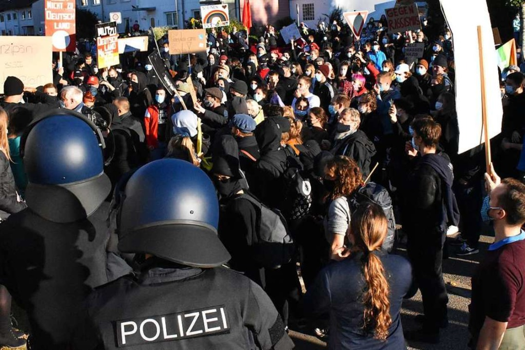 Für eine vielfältige, offene und bunte... Steinen gut 1000 Demonstranten stark.    Foto: Thomas Loisl Mink