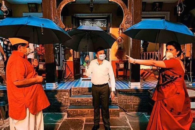 Bollywood kämpft auch mit Regenschirmen gegen Corona
