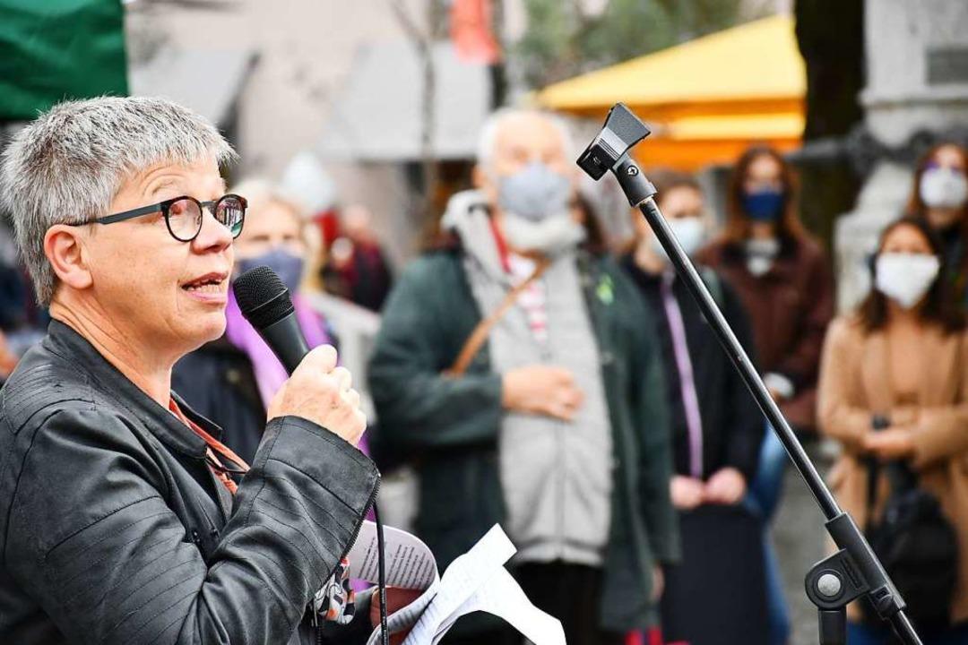 Elisabeth Hartlieb, Beauftragte der La...ne der Rednerinnen bei der Kundgebung.  | Foto: Barbara Ruda