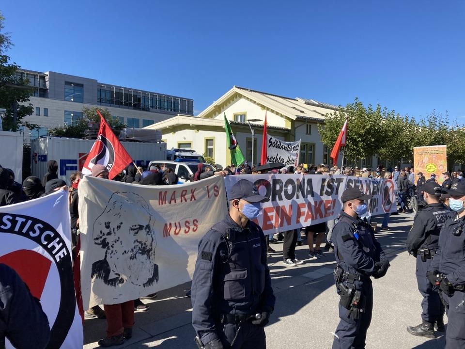 Die Gegendemonstration in Konstanz  | Foto: Michael Saurer