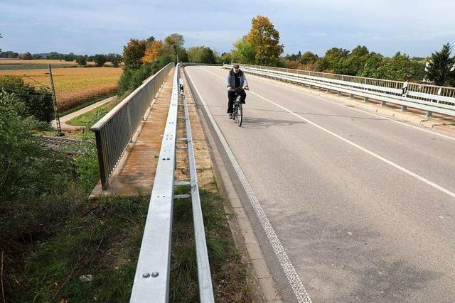 Die GLU-Fraktion fordert einen Schutzstreifen für Radfahrer an der Bahnbrücke