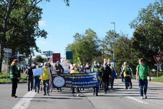 Protestmarsch zum Euroairport gegen Fluglärm und für Nachtruhe