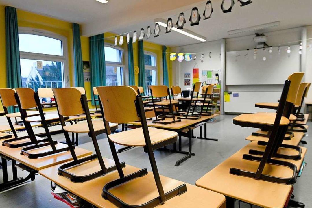 Wenn ein Schüler positiv auf Corona ge..., muss die ganze Klasse in Quarantäne.  | Foto: Caroline Seidel (dpa)