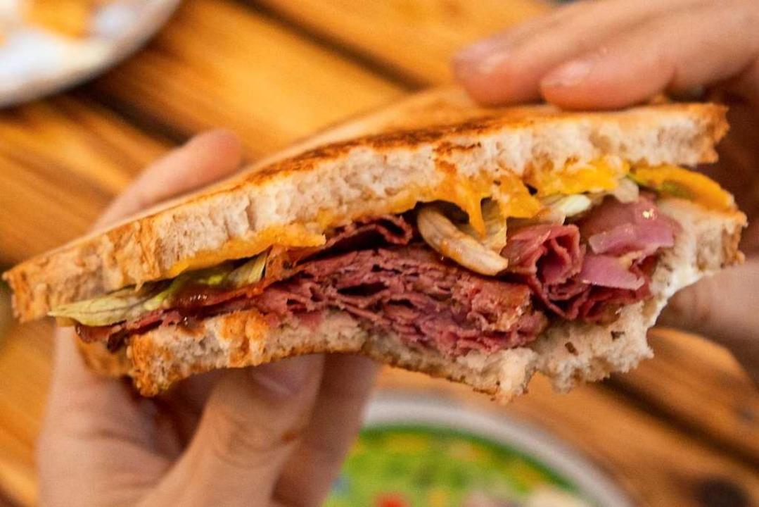 Pastramai-Sandwiches sind die Spezialität von Rees' Foodtruck.    Foto: Konstantin Görlich