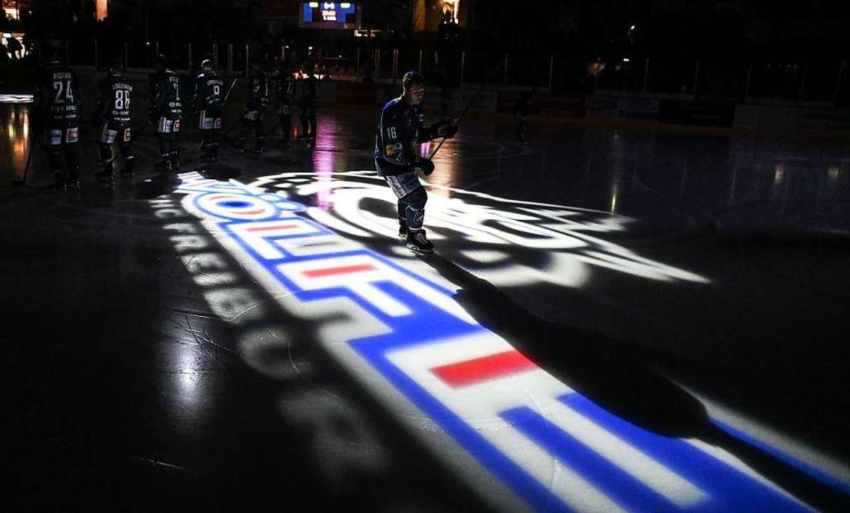 Bald wird auch Andreé Hult für den EHC... Echte-Helden-Arena auf das Eis gehen.  | Foto: Patrick Seeger