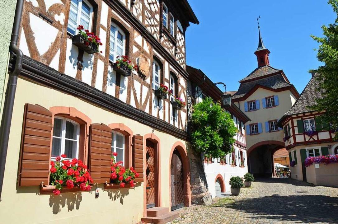Hier startet und endet die Wanderung: im schönen Burkheim.  | Foto: Ulrike Ott