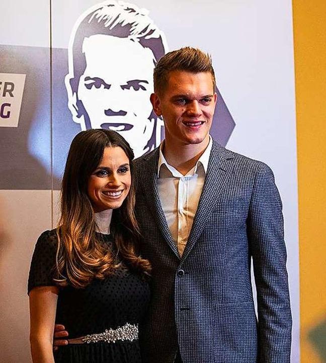 Mit seiner Frau Christina hat Matthias Ginter eine Stiftung gegründet.  | Foto: Matthias-Ginter-Stiftung