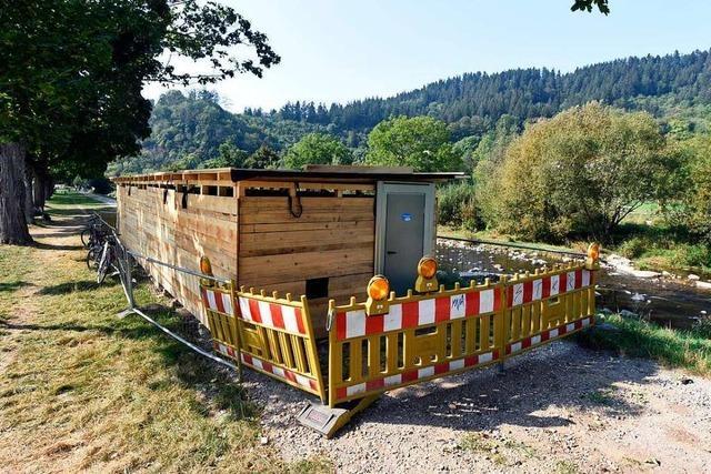 Am Freiburger Dreisamufer renoviert die Badenova eine Starkstromleitung
