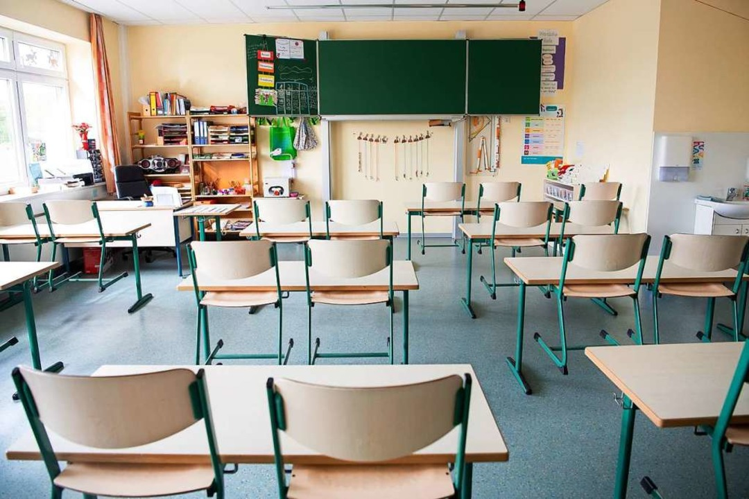 Wenn ein Schüler positiv auf Corona ge..., muss die ganze Klasse in Quarantäne.  | Foto: Sina Schuldt (dpa)